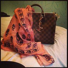 Early morning shopping. #alexandermqueen #scarf #silk #skulls #navy #pink #louisvuitton - n555nna @ Instagram Web Interface - 5th village