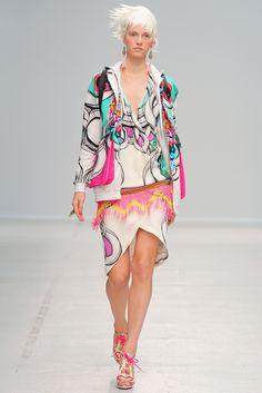 Manish Arora Spring 2014 Ready-to-Wear Fashion Show