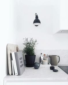 Insane Tips and Tricks: Rustic Counter Tops Open Shelves cement counter tops faucets. Home Interior, Interior Design Kitchen, Interior Styling, Kitchen Decor, Classic Kitchen, Minimal Kitchen, Black Kitchens, Home Kitchens, Kitchen Black