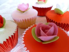 Vanilla Clouds and Lemon Drops: Valentines Cupcakes