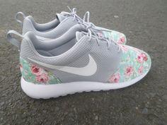 best loved e5b62 351aa Custom Nike Roshe Run Wolf Grey Floral por customkicksworld en Etsy Cool  Trainers, Latest Fashion