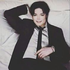 Michael Jackson - so Beautiful. Michael Jackson Sexi, Michael Jackson Photoshoot, Michael Jackson Quotes, Michael Jackson Wallpaper, The Jackson Five, Jackson Life, Jackson Family, Familia Jackson, Memes Historia