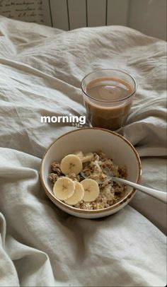 Healthy Desayunos, Healthy Snacks, Healthy Recipes, Think Food, Love Food, Food Goals, Aesthetic Food, Food Inspiration, Cravings