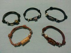 Pulseras de cuero con cuenta de ceramica,perla y metal