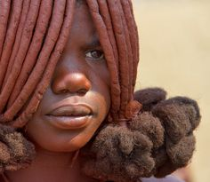 Africa | Himba teenage girl.  Namibia | ©Anne Berger