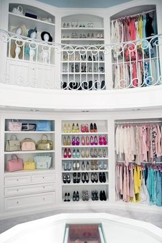 On to the Kappa Kappa Tau closet: You pretty much brought the mall to a sorority house. What made you think of it, and what trends are hanging on the racks?...