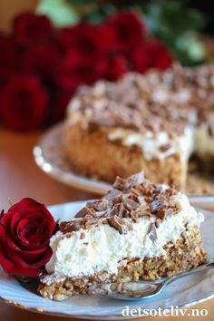 En helt herlig kake som anbefales til helgen! Danish Cake, Danish Food, Delicious Chocolate, Delicious Desserts, Yummy Food, Sweet Recipes, Cake Recipes, Dessert Recipes, Cake Cookies