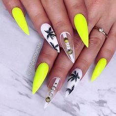 23 Chic Ways to Wear Yellow Acrylic Nails Neon Yellow Nails, Yellow Nails Design, Yellow Nail Art, Neon Nails, Shellac Nails, Stiletto Nails, Diy Nails, Classy Nail Designs, Nail Polish Designs