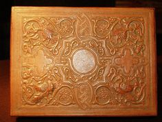 Caja de Cordobán repujado