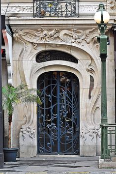 secesia:  Entrance of the buildinig at Place Etienne Pernet, 24, Paris by architect Alfred Wagon.