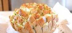 Plukbrood met brie, gesmolten knoflookboter en peterselie - Kookidee Diner Ideas, Baked Potato, Tapas, Bbq, Lunch, Snacks, Dining, Cooking, Ethnic Recipes