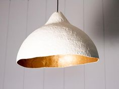 This DIY paper mache pendant light looks so fancy, everyone will be fooled into thinking it's super expensive! Deron A Kramer Kramer's Real Estate Investments Diy Pendant Light, Pendant Lighting, Pendant Lamps, Jar Chandelier, Diy Luminaire, Gold Spray Paint, Paperclay, Interior Design Tips, Modern Interior