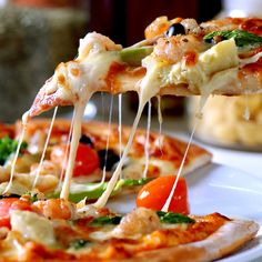 Dominos IPL 2017 Special Offer for you : Get Flat Off on Dominos Pizza order of Rs 400 or more. This discount is applicable only on Medium and Large pizza. This dominos pizza offer today is valid on both mobile orders and online orders. Use coupon cod Pizza Salami, Pizza Pizza, Pizza Food, Pizza Dough, Pizza Cheese, Pizza Naan, Chicken Pizza, Naan Flatbread, Artichoke Pizza