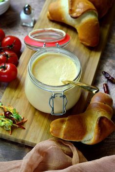Sajtos-tejfölös-sárgarépás mártogató recept Ciabatta, Hungarian Recipes, Healthy Snacks, Recipies, Paleo, Food And Drink, Appetizers, Pudding, Bread
