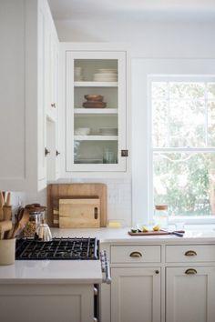subtle two tone kitchen ideas