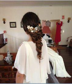 Peinados de novia | Rosa Clará Combinas trenza larga trenzada con una tiara en varios tonos! http://www.gorditosenlucha.com/