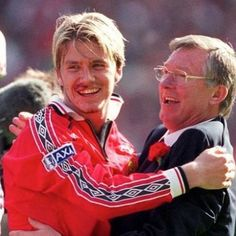 David Beckham and Alex Ferguson celebrate after the 1999 FA Cup final. Manchester United Images, Manchester United Football, Sport Football, Soccer, Happy Birthday Boss, Good Ol Times, Premier League Champions, Europa League, Fa Cup