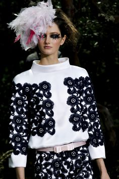 Karl Lagerfeld for Chanel Haute Couture Show Printemps-été 2013 Style Couture, Couture Week, Couture Fashion, Chanel Couture, Fashion Week, Fashion Show, Fashion Design, Fashion Trends, Uk Fashion