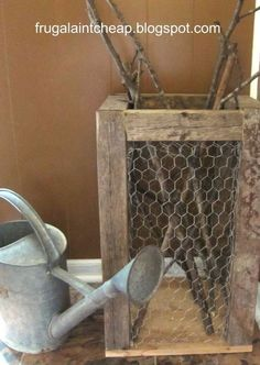 diy ideas chicken wire crafts -Rustic Chicken Wire Holder - Rustic Farmhouse Decor Tutorials With Chickenwire and Easy Vintage Shabby Chic Home Decor for Kitchen, Living Room and Bathroom - Creative Country Crafts Rustic Farmhouse Decor, Rustic Decor, Farmhouse Style Decorating, Country Farmhouse, Country Primitive, Rustic Style, Kitchen Country, Kitchen Rustic, Farmhouse Chic