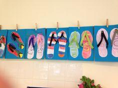 Juf Marieke / Hippe slippers groep 7 - de kinderen trekken hun voet om en versieren die voetafdruk vervolgens, de bandjes zijn gemaakt van vlechtrepen en een splitpen.