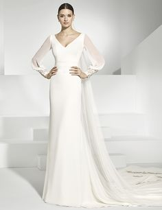 Vestidos de novia en gasa natural, tul bordado en escote espalda. Simple Wedding Gowns, Minimalist Wedding Dresses, Modest Wedding Dresses, Elegant Wedding Dress, Wedding Dress Styles, Wedding Attire, Bridal Dresses, Lillian West, Lovely Dresses