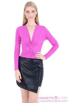 Na wishlist* da coleção, a saia assimétrica é tendência e uma peça que ainda não temos no guarda roupa! Esse modelo em couro é perfeito para usar com as peças da coleção de inverno. -- Balada -- Love Date -- Show