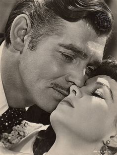Actors Clark Gable and Vivien Leigh play the roles of Rhett Butler and Scarlett O'Hara in Gone with the Wind by Victor Fleming. Clark Gable, Golden Age Of Hollywood, Vintage Hollywood, Classic Hollywood, Rhett Butler, Vivien Leigh, Old Movies, Great Movies, Cinema Tv