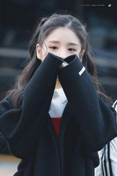 Kpop Girl Groups, Korean Girl Groups, Kpop Girls, Olivia Hye, Korean Wave, Aesthetic Girl, South Korean Girls, Girl Crushes, Ulzzang