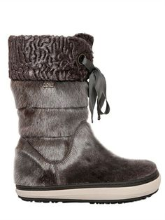 HICE - SEALSKIN SNOW BOOTS - LUISAVIAROMA - LUXURY SHOPPING WORLDWIDE SHIPPING - FLORENCE Shoes World, Comfy Clothes, Luxury Shop, Furs, Shoe Collection, Snow Boots, Leg Warmers, Florence, Cravings