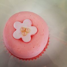 Cherry blossoms toppers...white with a dustin' of pink and the sweetest lil' yellow pareils top the most delish cherry cupcake.