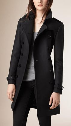 Shop the latest womenswear from Burberry including seasonal trench coats, leather jackets, dresses, denim and skirts. Winter Outfits, Cool Outfits, Fashion Outfits, Womens Fashion, Chic Outfit, Estilo Glamour, Fashion Corner, Coat Dress, Mode Style