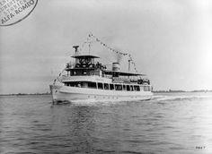 motonave Eraclea con gruppi 2+2 A Tour Boat with dual coupled engines motori AR1627 : 1960