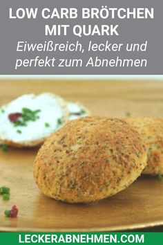 Fluffy low carb buns - slimming Fluffige Low Carb Brötchen – Rezept zum Abnehmen These low carb rolls are quick to make, high in protein and ideal for losing weight. Here you will find the complete recipe with curd cheese. Low Carb Bun, Low Carb Bread, Quark Recipes, Low Carb Recipes, Diet Recipes, Oats Recipes, Diabetic Recipes, Baking Recipes, Law Carb