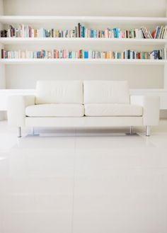 Modern Sofa And Shelves In Living Room Immagine royalty-free | Getty Images Italia | 91156680
