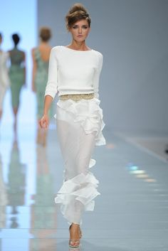 Ermanno Scervino Spring 2012 in short skirt version would be gorgeous White Fashion, Look Fashion, Fashion Show, Fashion Design, Couture Fashion, Runway Fashion, Womens Fashion, Beautiful Gowns, Beautiful Outfits