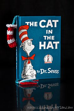 Dr. Seuss Inspired Cat in the Hat Bookmarks free crochet pattern, too cute!