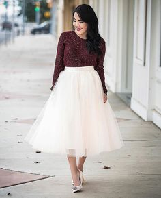 burgundy sweater, midi skirt, cute tulle skirt, Space 46 tulle, petite fashion blogger, feminine street style, holiday outfit
