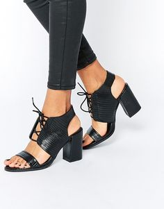 Pin for Later: Dieser Absatz ist der neue Favorit der Modewelt Glamorous Sandalen mit Blockabsatz und schwarzem Schlangeneffekt (37 €)
