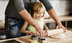 Essen mit der Familie Zubereitung macht Spaß Kleine wollen sich beteiligen