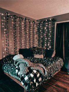 Cute Bedroom Decor, Room Design Bedroom, Teen Room Decor, Room Ideas Bedroom, Bedroom Inspo, Cool Bedroom Ideas, Black Room Decor, Hipster Room Decor, Diy Bedroom