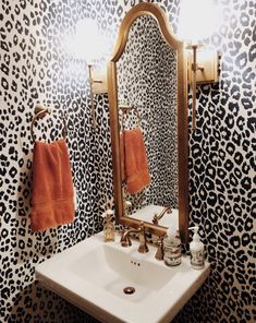 40 excellent guest bathroom to decor your home 22 ~ Home Design Ideas Barbie Dream House, Diy Décoration, My New Room, House Rooms, Cheap Home Decor, Home Decor Inspiration, Bathroom Inspiration, Home Remodeling, Home Interior Design