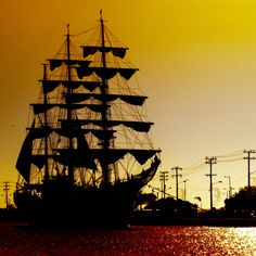 "Colombian_Training_Ship_ARC_""Gloria"".jpg 1,024×1,024 pixels"