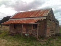 Near Marino Victoria Australia. Old cottage on the side of a road. Still has metal chimney still standing albeit rusty. Old Abandoned Houses, Abandoned Buildings, Abandoned Places, Australian Architecture, Australian Homes, Australian Bush, Historic Aerials, Early Settler, Best Barns