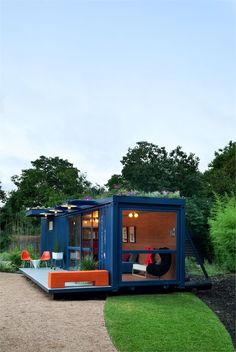 Container Guest House in San Antonio, Texas. Great solution for a guest house repurposing a shipping container which otherwise would be cluttering our land fields. By Poteet Architects. Container Buildings, Container Architecture, Architecture Design, Sustainable Architecture, Prefab Cabins, Prefab Homes, Vibeke Design, Container Design, Tiny Container House