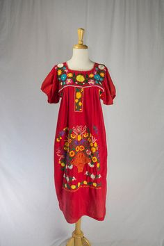 Vintage Mexican Embroidered Peasant Dress M Red by madvintage