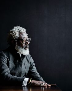T-Michael (Anders Schønnemann for Kinfolk) Grey Hair Care, Grey White Hair, Black Men Beards, Poses For Men, Mens Poses, Beard Game, Kinfolk, Afro Punk, Old Men