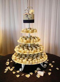 #cupcakes #weddingcupcakes #weddingcakes #buttercreamcupcakes #customcupcakes #tieredcupcakes