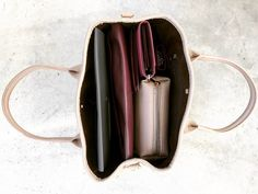 "좋아요 103개, 댓글 15개 - Instagram의 mifuyu(@_____mfxo__)님: ""いつも鞄がおもいっちゃんね。 #これプラス本の鞄。 👜+📚 #バッグの中身#鞄の中身#お財布#キーケース#ポーチ#ジェネラルパーパスケース"""