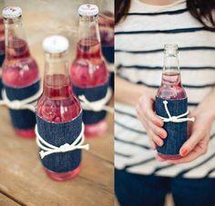 Du hast vor eine Party zu schmeißen, aber hast keine Lust auf diese Standard-Bierflaschen? Bastel doch mal was schönes. Dieses DIY sieht einfach klasse aus und kann aus alten Jeans gemacht werden. | unfassbar.es