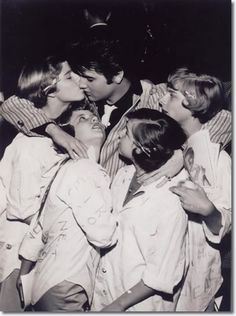 Elvis Presley in St. Louis March 1957, with some local fans. I totally LOVE this picture!!! I love you too Elvis... <3